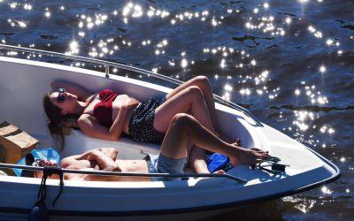Skydda dig från solen på sjön